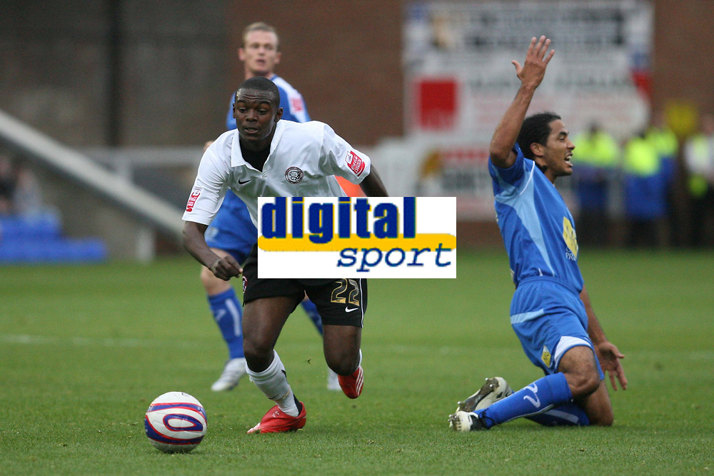 Photo: Pete Lorence.<br />Peterborough United v Hereford United. Coca Cola League 2. 27/10/2007.<br />Theo Robinson on the attack.