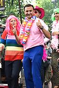De jaarlijkse Canal Parade is onderdeel van de Amsterdam Gay Pride. Tijdens dit evenement vieren lesbiennes, homos, biseksuelen en transgenders (LHBT) dat ze mogen zijn wie ze zijn en mogen houden van wie ze willen. <br /> <br /> The annual Canal Parade is part of the Amsterdam Gay Pride. During this event lesbians, homosexuals, bisexuals and transgenders (LGBT) celebrate that they can be who they are and are allowed to love who they want.<br /> <br /> Op de foto / On the photo:  Nasrdin Dchar tijdens opnamen op de pride