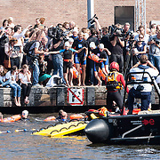 NLD/Amsterdam/20140904 - Prinses Laurentien sprint in de Amstel in Amsterdam voor de start van de World Water Week