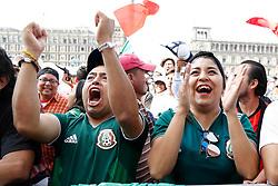 June 27, 2018 - EUM20180627DEP66.JPG.CIUDAD DE MÉXICO, Soccer/Futbol-Mundial México.- Aficionados asisten al Zócalo para ver el partido entre la Selección Mexicana y su similar de Suecia, este 27 de junio de 2018, en donde los mexicanos caen 3-0; sin embargo, las dos selecciones clasifican a octavos de final en la Copa del Mundo. Foto: Agencia EL UNIVERSAL/Agustín Salinas/MAR. (Credit Image: © El Universal via ZUMA Wire)
