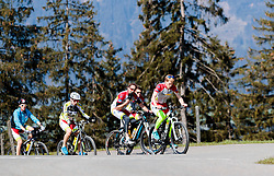 05.05.2016, Kitzbuehler Horn, Kitzbuehel, AUT, OeSV, Skisprung, Lehrgang Mountainbike Tour, im Bild Philipp Aschenwald, Markus Schiffner, Cheftrainer Heinz Kuttin, Stefan Kraft, Michael Hayböck (AUT) // Philipp Aschenwald, Markus Schiffner, Headcoach Heinz Kuttin, Stefan Kraft, Michael Hayboeck of Austria during a mountain bike ride of the Austrian ski jumping Team at the Kistbuehler Horn, Kitzbuehel, Austria on 2016/05/05. EXPA Pictures © 2016, PhotoCredit: EXPA/ JFK