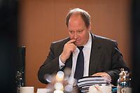 DEU, Deutschland, Germany, Berlin, 14.12.2016: Dr. Helge Braun (CDU), Staatsminister für die Bund-Länder-Koordination im Kanzleramt, vor Beginn der 129. Kabinettsitzung im Bundeskanzleramt.
