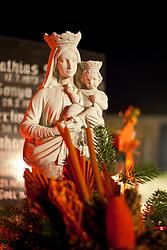 01.11.2010, Freidhof, Kaprun, AUT, Allerheiligen, im Bild eine Madonna die ein Kind hält, EXPA Pictures © 2010, PhotoCredit: EXPA/ J. Feichter