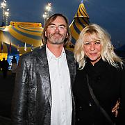 NLD/Amsterdam/20101007 - Europesche premiere Cirque du Soleil Totem, Manuela Kemp en partner Tjerk Lammers