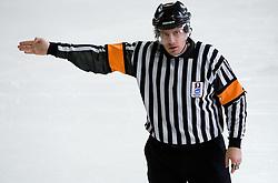 Prepovedan polozaj. Offside. Slovenski hokejski sodnik Damir Rakovic predstavlja sodniske znake. Na Bledu, 15. marec 2009. (Photo by Vid Ponikvar / Sportida)