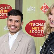 NLD/Amsterdam/20190414 - Premiere 't Schaep met de 5 Pooten, Geza Weisz met zijn partner