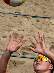 Mexime van Driel in action. From July 1, competition in the Netherlands may be played again for the first time since the start of the corona pandemic. Nevobo and Sportworx, the organizer of the DELA Eredivisie Beach volleyball, are taking this opportunity with both hands. At sunrise, Wednesday exactly at 5.24 a.m., the first whistle will sound for the DELA Eredivisie opening tournament in Zaandam on 1 July 2020 in Zaandam.