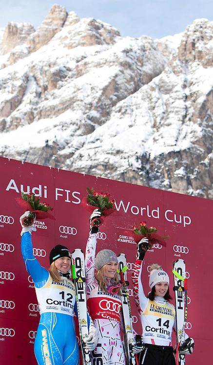 21.01.2011, Tofana, Cortina d Ampezzo, ITA, FIS World Cup Ski Alpin, Lady, Cortina, SuperG, im Bild Podium, v.l. Anja Paerson (SWE, #12, Platz 2), Lindsey Vonn (USA, #20, Platz 1) und Anna Fenninger (AUT, #14, Platz 3) // Anja Paerson (SWE, place 2), Lindsey Vonn (USA, place 1) and Anna Fenninger (AUT, place 3)during FIS Ski Worldcup ladies SuperG at pista Tofana in Cortina d Ampezzo, Italy on 21/1/2011. EXPA Pictures © 2011, PhotoCredit: EXPA/ J. Groder