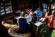 08-10-2017 - Foto van de finaledag van de Dutch Masters 2017, een European Senior Tour Event. Gespeeld op The Dutch in Spijk van 6 t/m 8 oktober.  Clark Dennis levert zijn kaart in