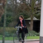 NLD/Roterdam/20080118 - Partner Erland Galjaard op de fiets