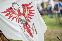THEMENBILD - Wappen Fahne Salutem Tyrolis. Seit über zwei Jahrzehnten verwandeln beim zweitägigen Burgfest einige hundert Aktive das Areal rund um die Burg Kaprun zu einer erlebbaren Zeitreise ins Mittelalter, aufgenommen am 22. Juli 2018 in Kaprun, Österreich // Coat of arms flag Salutem Tyrolis during the Kaprun Castle Festival. For more than two decades, a few hundred active People have turned the area around Kaprun Castle into an eventful time journey into the Middle Ages, Kaprun, Austria on 2018/07/22. EXPA Pictures © 2018, PhotoCredit: EXPA/ JFK