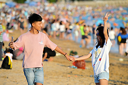 August 27, 2017 - Qingdao, Qingdao, China - Qingdao, CHINA-27th August 2017: (EDITORIAL USE ONLY. CHINA OUT) ..Tourists flock to beach during early autumn in Qingdao, east China's Shandong Province. (Credit Image: © SIPA Asia via ZUMA Wire)