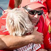 © Maria Muina I MAPFRE. Familiares y amigos despiden a la tripulación del MAPFRE en Alicante para disputar la etapa 1. Family and friends says good bye to MAPFRE sailing crew for start of leg 1 in Alicante.