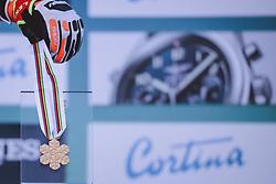 15.02.2021, Cortina, ITA, FIS Weltmeisterschaften Ski Alpin, Alpine Kombination, Damen, Siegerehrung, im Bild Goldmedaillen Gewinnerin und Weltmeisterin Mikaela Shiffrin (USA) // Gold Medalist and World Champion Mikaela Shiffrin of the USA during the winner ceremony for the women's alpine combined of FIS Alpine Ski World Championships 2021 in Cortina, Italy on 2021/02/15. EXPA Pictures © 2021, PhotoCredit: EXPA/ Johann Groder