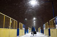 Bialystok, 16.01.2021. Gwaltowny atak zimy, w ciagu paru godzin przybylo kilkanascie centymetrow sniegu N/z kladka nad torami na dworcu PKP fot Michal Kosc / AGENCJA WSCHOD