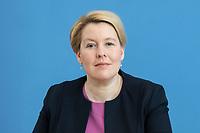 """09 APR 2020, BERLIN/GERMANY:<br /> Franziska Giffey, SPD, Bundesfamilienministerin, Pressekonferenz """"Unterrichtung der Bundesregierung zur Bekämpfung des Coronavirus"""", Bundespressekonferenz<br /> IMAGE: 20200409-01-050<br /> KEYWORDS: BPK"""