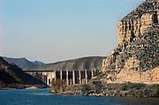 Spanje, Aragon, 26-5-2007Stuwmeer, waterbekken, spaarbekken in de Ebro in Aragon. Door de afnemende regen, regenval van de laatste jaren zijn de watervoorraden sterk teruggelopen. Foto: Flip Franssen/Hollandse Hoogte