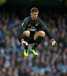 14.12.2013, Etihad Stadium, Manchester, ENG, Premier League, Manchester City vs FC Arsenal, 16. Runde, im Bild Arsenal's goalkeeper Wojciech Szczesny, action against Manchester City // during the English Premier League 16th round match between Manchester City and Arsenal FC at the Etihad Stadium in Manchester, Great Britain on 2013/12/14. EXPA Pictures © 2013, PhotoCredit: EXPA/ Propagandaphoto/ David Rawcliffe<br /> <br /> *****ATTENTION - OUT of ENG, GBR*****