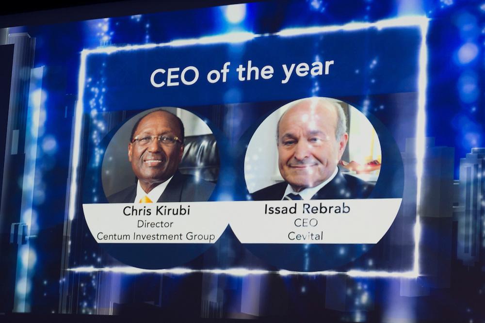 Dr Chris Kirubi,Centum Investments Company Director, et Issad Rebrab, Groupe Cevital, lors de la cérémonie des Awards Africa Ceo Forum 2015