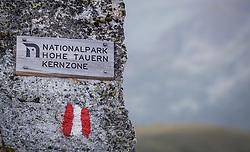 THEMENBILD - Schild mit der Aufschrift Nationalpark Hohe Tauern Kernzone. Die Grossglockner Hochalpenstrasse verbindet die beiden Bundeslaender Salzburg und Kaernten mit einer Laenge von 48 Kilometer und ist als Erlebnisstrasse vorrangig von touristischer Bedeutung, aufgenommen am 06. August 2018 in Fusch an der Glocknerstrasse, Österreich // Sign with the inscription Nationalpark Hohe Tauern Kernzone. The Grossglockner High Alpine Road connects the two provinces of Salzburg and Carinthia with a length of 48 km and is as an adventure road priority of tourist interest, Fusch an der Glocknerstrasse, Austria on 2018/08/06. EXPA Pictures © 2018, PhotoCredit: EXPA/ JFK