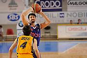 DESCRIZIONE : Castelletto Sopra Ticino LNP A 2009-10 Playoff Nobili SBS Castelletto Amori Fortitudo Bologna<br /> GIOCATORE : Gigena<br /> SQUADRA : Amori Fortitudo Bologna<br /> EVENTO : Campionato LNP A 2009-2010<br /> GARA : Nobili SBS Castelletto - Amori Fortitudo Bologna<br /> DATA : 29/04/2010<br /> CATEGORIA : Passaggio<br /> SPORT : Pallacanestro <br /> AUTORE : Agenzia Ciamillo-Castoria/D.Pescosolido