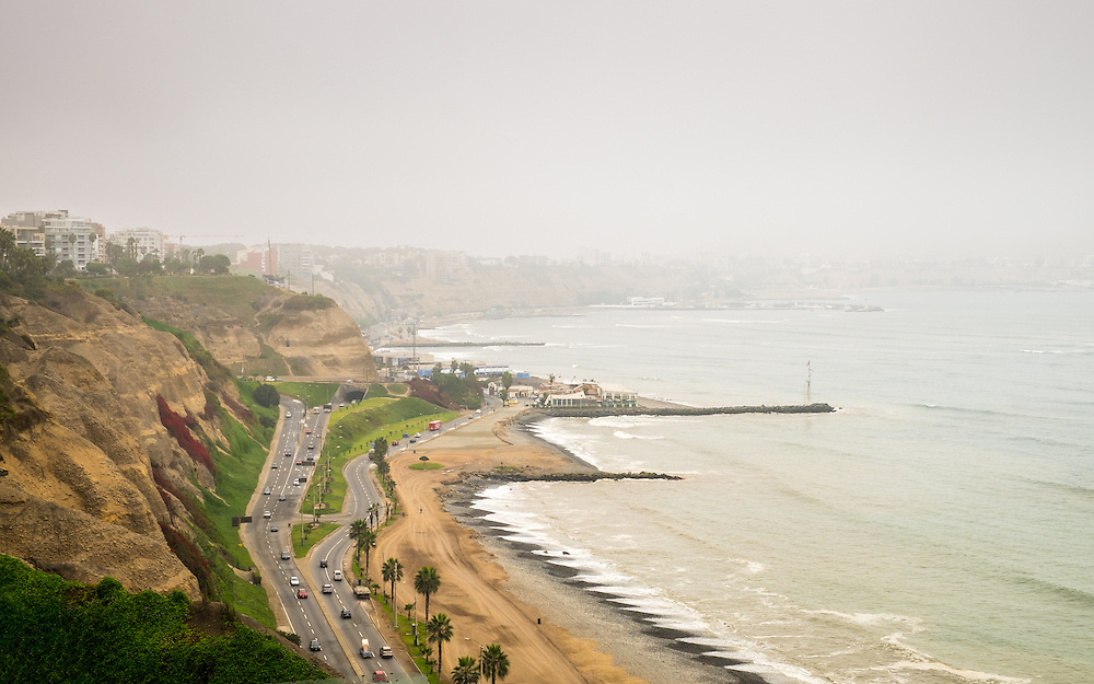 """View of the Avenue """"Circuito de Playas"""" from the Larcomar Shopping Center in Lima, Peru."""