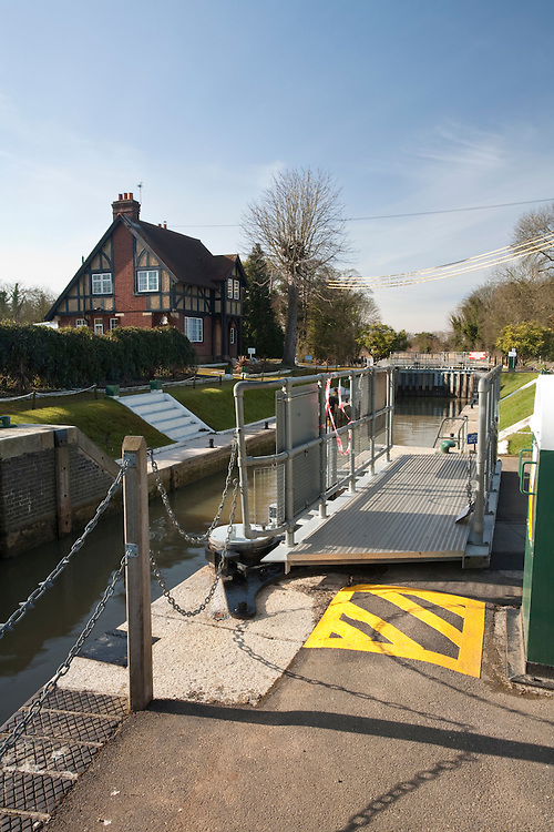 Bray Lock and Weir on the River Thames, Berkshire, Uk