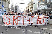 11 OCT 2019, BERLIN/GERMANY:<br /> Jugendliche demonstrieren mit einem Demonstrationszug von Fridays for Future fuer wirkungsvolle Massnahmen gegen den Klimawandel, Hackescher Markt, Mitte, grauer Sweater / Brille: Franziska Wessel, Klimaaktivistin, Fridays for Future<br /> IMAGE: 20191011-01-020<br /> KEYWORDS: Demonstration, Demo, Demonstranten, Klima, Klimawandel, climate change, protest, Schueler, Schüker, Studenten, Protest