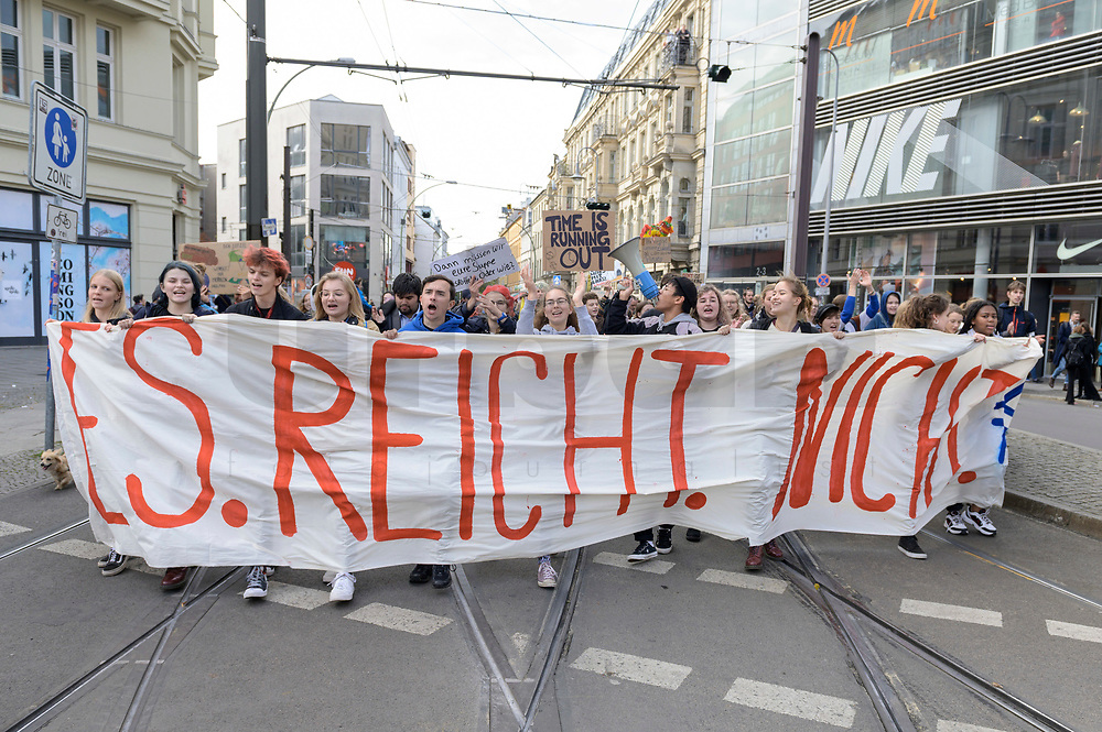 11 OCT 2019, BERLIN/GERMANY:<br /> Jugendliche demonstrieren mit einem Demonstrationszug von Fridays for Future fuer wirkungsvolle Massnahmen gegen den Klimawandel, Hackescher Markt, Mitte, grauer Sweater / Brille: Franziska Wessel, Klimaaktivistin, Fridays for Future<br /> IMAGE: 20191011-01-020<br /> KEYWORDS: Demonstration, Demo, Demonstranten, Klima, Klimawandel, climate change, protest, Schueler, Schüker, Studenten, Protest