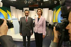 A candidata ao governo do Estado do RS Yeda Crusius (E) encontra com o candidato Olivio Dutra durante debate da TV COM. FOTO: Jefferson Bernardes/Preview.com