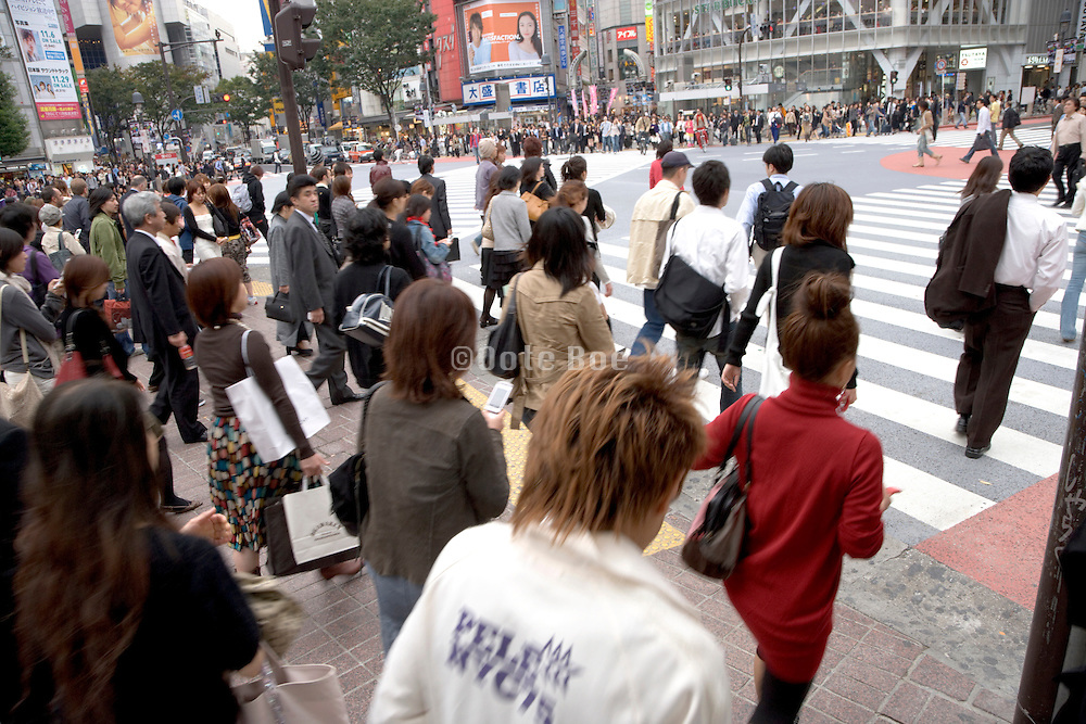 people starting to cross the Hachiko intersection at Shibuya station