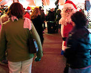 12/2/05  Omaha, NEThe holiday lights festival-Holiday Market. (photo by Chris Machian/Prarie Pixel Group)
