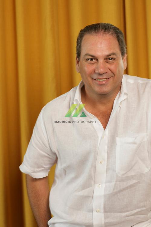 Eminente empresario Presidente de la Hormigones del Caribe durante 16 años, Fue Miembro regente de la universidad Iberoamericana, Presidente del Instituto Nacional de la Diabetes