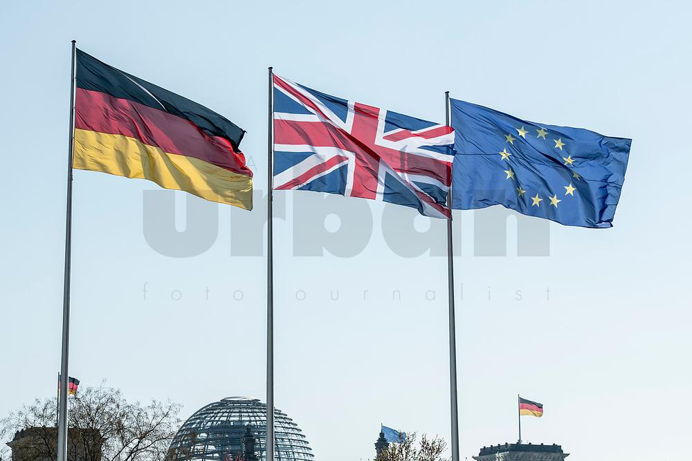 09 APR 2019, BERLIN/GERMANY:<br /> Flaggen Deutschland, Vereinigtes Koenigreich und Europaeische Union, waehrend dem Besuch von T heresa M ay, Premierministerin  Vereinigtes Koenigreich, und A ngela M erkel, Bundeskanzlerin, Bundeskanzleramt<br /> IMAGE: 20190409-01-007<br /> KEYWORDS: Fahnen, Flagge, Flag, Flags, Vereinigten Königreich, United Kingdom, Großbritannien, Grossbritannien