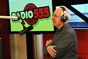 Actie Radio 555 . De gezamelijke radiostations zamelen geld in voor voor de slachtoffers van de aardbeving in Haiti .<br /> <br /> Op de foto:  Frits Spits