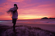 Florianopolis - SC, 2004.. .Documentacao da pescaria artesanal nas praias do litoral da Ilha de Santa Catarina. Na foto um pescador observa o mar na Praia do Campeche. CROMO...FOTO: Joao Marcos Rosa / Agencia Nitro