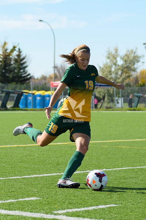 3rd year defender Olivia Bolen (19) of the Regina Cougars in action during the Women's Soccer home game on October 2 at U of R Field. Credit: Arthur Ward/Arthur Images