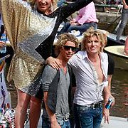 NLD/Amsterdam/20110806 - Canalpride Gaypride 2011, Hans klok en partner James Jackson Harwood en Diva Mayday