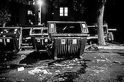 Un cassonetto dei rifiuti dato alle fiamme durante l'assalto al centro di accoglienza nel quartiere di Tor Sapienza , Roma 11 Novembre 2014.  Christian Mantuano / OneShot