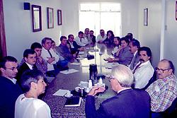 Dilma Rousseff e outras autoridades políticas durante reunião dos partidos de Oposição o Governo Britto e FHC (PDT – PT – PSB – PC do B – PPS) no Diretório Regional do PDT em Porto Alegre no dia  09/04/1997. FOTO: Sérgio Néglia/Preview.com