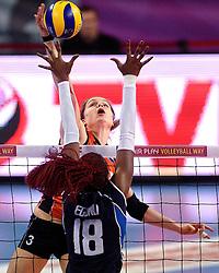08-01-2016 TUR: European Olympic Qualification Tournament Nederland - Italie, Ankara<br /> De volleybaldames hebben op overtuigende wijze de finale van het olympisch kwalificatietoernooi in Ankara bereikt. Italië werd in de halve finales met 3-0 (25-23, 25-21, 25-19) aan de kant gezet / Vreugde bij Nederland / Aanval Yvon Belien #3 die de bal over Paola Ogechi Egonu #18 of Italie slaat