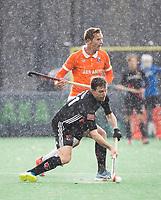BLOEMENDAAL - Fergus Kavanagh (A'dam).  Hockey hoofdklasse heren, Bloemendaal-Amsterdam (2-0) . COPYRIGHT KOEN SUYK