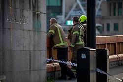 © Licensed to London News Pictures. 29/11/2019. London, UK. Fire crews at the scene on Vauxhall Bridge, as the RNLI and Ambulance crews remove a body of an unidentified person from the beach on the north side of Vauxhall Bridge during this morning's rush hour. Photo credit: Alex Lentati/LNP