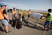 Aniek Rooderkerken stapt uit de VeloX. In Battle Mountain, Nevada, oefent het team op een weggetje. Het Human Power Team Delft en Amsterdam, dat bestaat uit studenten van de TU Delft en de VU Amsterdam, is in Amerika om tijdens de World Human Powered Speed Challenge in Nevada een poging te doen het wereldrecord snelfietsen voor vrouwen te verbreken met de VeloX 7, een gestroomlijnde ligfiets. Het record is met 121,44 km/h sinds 2009 in handen van de Francaise Barbara Buatois. De Canadees Todd Reichert is de snelste man met 144,17 km/h sinds 2016.<br /> <br /> With the VeloX 7, a special recumbent bike, the Human Power Team Delft and Amsterdam, consisting of students of the TU Delft and the VU Amsterdam, wants to set a new woman's world record cycling in September at the World Human Powered Speed Challenge in Nevada. The current speed record is 121,44 km/h, set in 2009 by Barbara Buatois. The fastest man is Todd Reichert with 144,17 km/h.