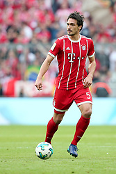 14.04.2018, Allianz Arena, Muenchen, GER, 1. FBL, FC Bayern Muenchen vs Borussia Moenchengladbach, 30. Runde, im Bild Mats Hummels (FC Bayern Muenchen #5) // during the German Bundesliga 30th round match between FC Bayern Munich and Borussia Moenchengladbach at the Allianz Arena in Muenchen, Germany on 2018/04/14. EXPA Pictures © 2018, PhotoCredit: EXPA/ Eibner-Pressefoto/ Langer<br /> <br /> *****ATTENTION - OUT of GER*****