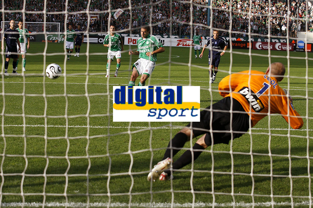 Fotball<br /> Frankrike<br /> Foto: Dppi/Digitalsport<br /> NORWAY ONLY<br /> <br /> FOOTBALL - FRENCH CHAMPIONSHIP 2006/2007 - LEAGUE 1 - AS SAINT ETIENNE v AJ AUXERRE - 17/09/2006<br /> <br /> PENALTY ILAN (ASSE) / FABIEN COOL (AUX)