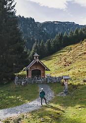 THEMENBILD - ein Wanderer vor einer Kapelle am Wanderweg in der herbstlichen Landschaft, aufgenommen am 13. Oktober 2019 in Hinterglemm, Oesterreich // a Hiker in front of a Chapel on the hiking trail in the autumn landscape in Hinterglemm, Austria on 2019/10/13. EXPA Pictures © 2019, PhotoCredit: EXPA/ JFK