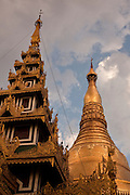 Sunset in the Shwedagon Pagoda, the Golden Pagoda is the most sacret pagoda in Myanmar, Yangon, Burma.<br /> Note: These images are not distributed or sold in Portugal