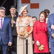 NLD/Amersfoort/20190427 - Koningsdag Amersfoort 2019, Koning Willem Alexander met Koningin Maxima en de prinses Alexia