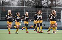 UTRECHT - Den Bosch heeft gescoord, zondag tijdens de competitiewedstrijd tussen de vrouwen van Kampong en Den Bosch (0-1) FOTO KOEN SUYK